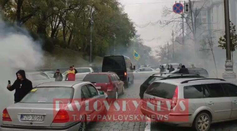 """""""Евробляхеры"""" на Грушевского"""