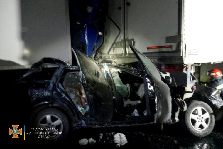 45-летний водитель Mercedes погиб, 62-летний пассажир Skoda госпитализирован
