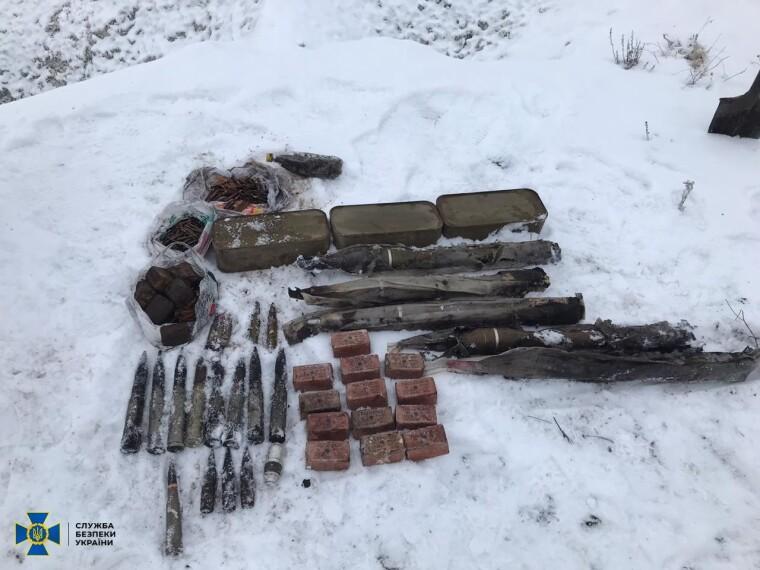 У схроні знайшли вибухівку, набої та снаряди