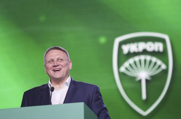 Народный депутат Александр Шевченко во время XVI съезда партии