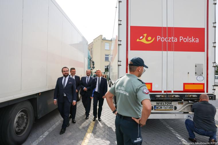 Реєстрація конвою з медичним обладнанням до України/фото: prezydent.pl