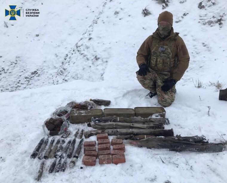 Схрон знайшли у лісосмузі на виїзді із Сєвєродонецька