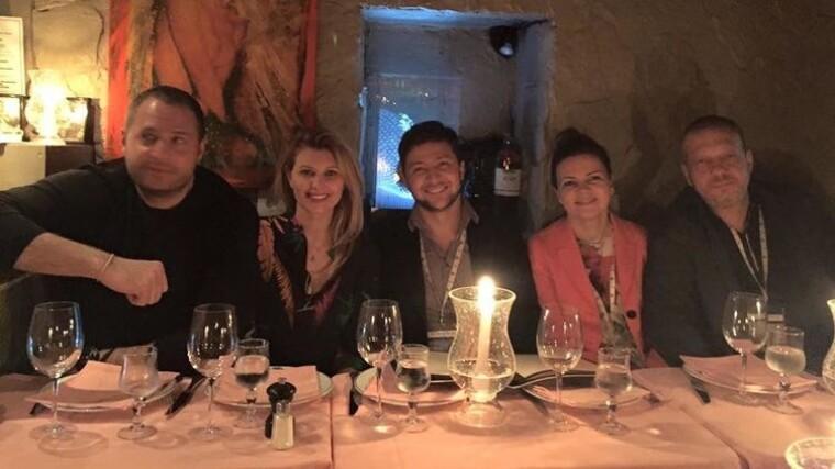 Андрій Єрмак, Олена і Володимир Зеленські з друзями в ресторані
