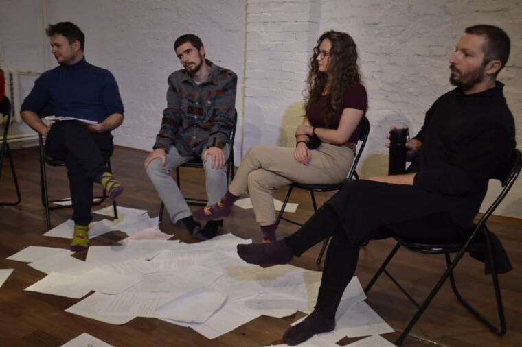 Роман Ясиновский, Андрей  Головко, Алекс Басовская и Александр Жуган играют черную комедию, еще не зная, что город  обречен. «Чума»