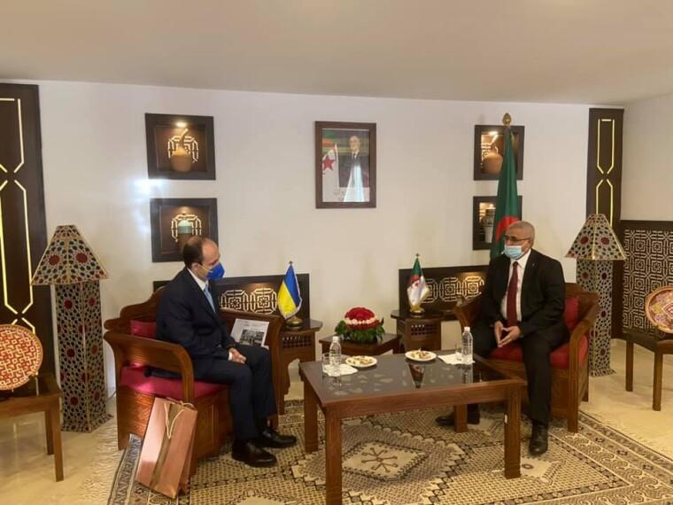 Встреча посла Максима Субха с новым министром туризма, традиционных ремесел и семейного хозяйства Алжира Мухаммедом Хамиду
