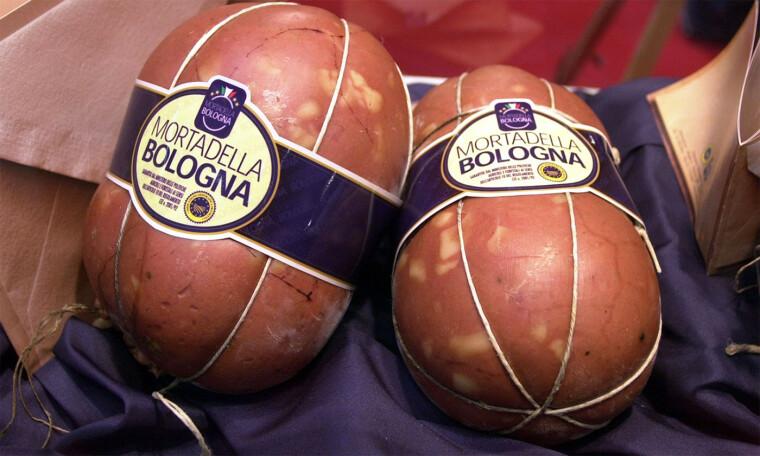 Знакомство с итальянской мортаделлой знатоки рекомендуют начинать с «классики», образцом которой является Mortadella Bologna