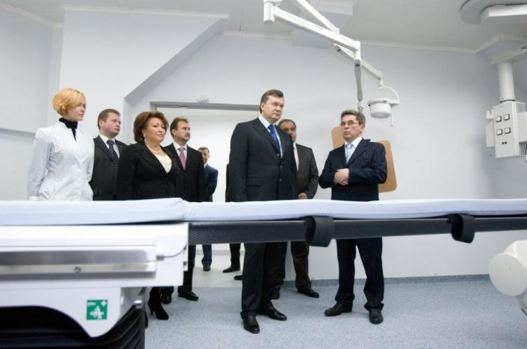 З Віктором Януковичем під час відкриття нового корпусу медцентру дитячої кардіології і кардіохірургії