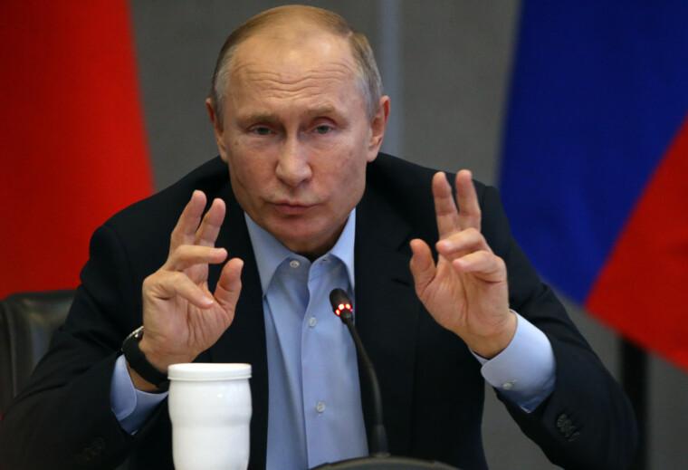 Путін попив стільки крові у демократів, що складно припускати у них будь-які миролюбні наміри щодо міжнародного терориста з Москви