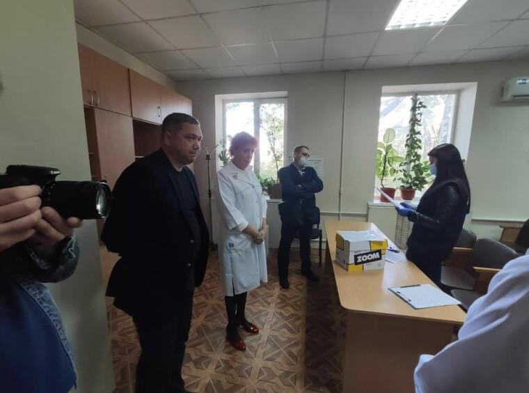 Обшуки у Миколаївському обласному Центрі лікування інфекційних хвороб/Укрінформ