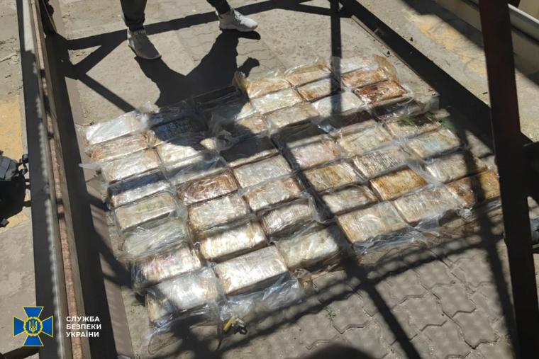 Силовики вилучили майже 60 кг кокаїну