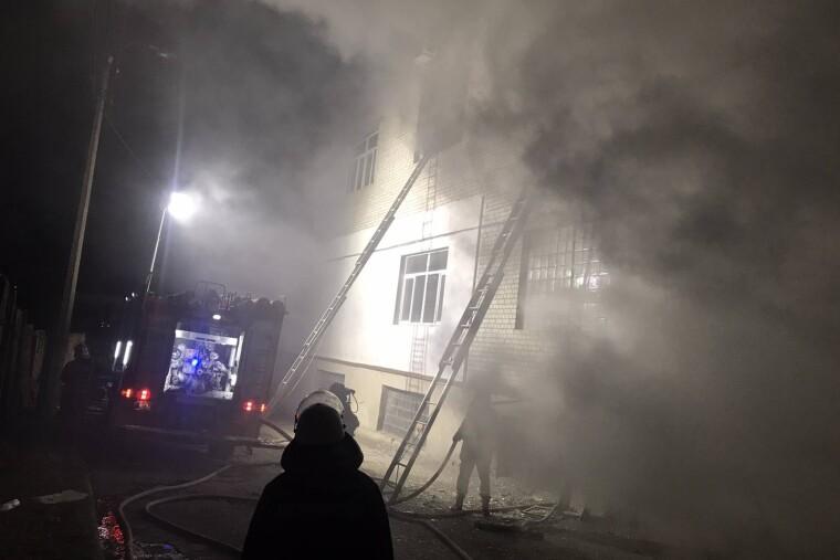 Занялась двухэтажное здание, где находилось несколько частных предприятий