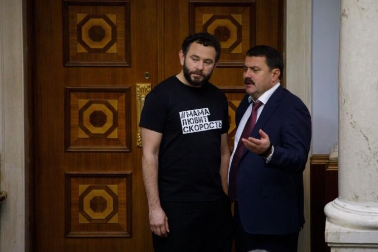 Депутаты Александр Дубинский и Андрей Деркач во время заседания Верховной Рады