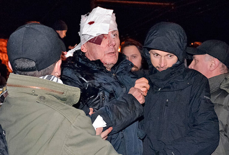 Киев, 2014 год. Юрий Луценко после стычки с правоохранителями /lenta.ru