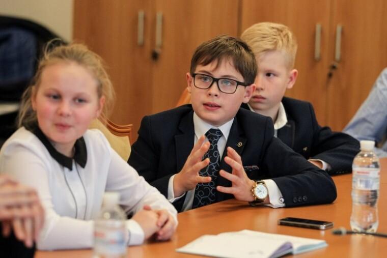 Украинский Стандарт базового среднего образования декларирует компетентностный подход к обучению