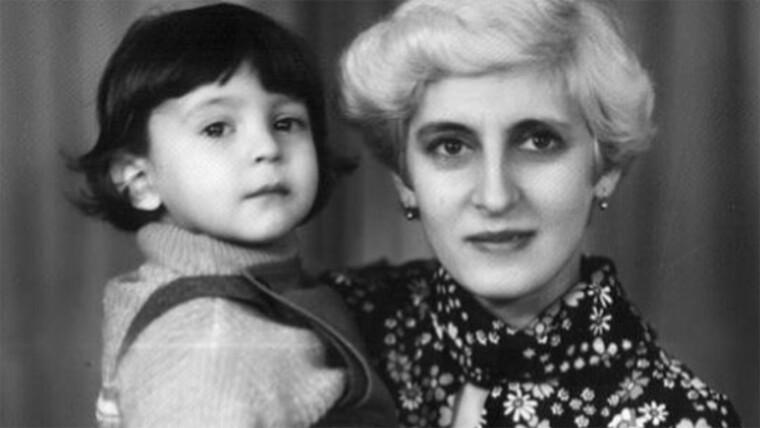 Володимир Зеленський у дитинстві, з мамой / Студія «Квартал 95»