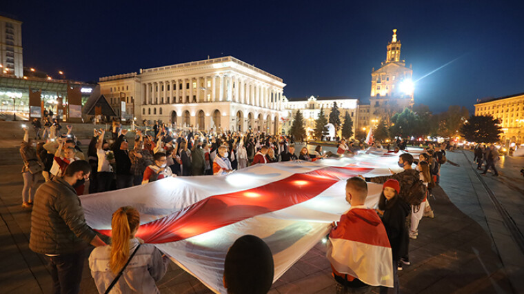 У Києві на Майдані Незалежності пройшла акція до Дня білоруського прапора