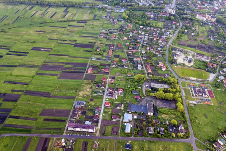 Прийнято закон, що дозволяє передати землі за межами населених пунктів в комунальну власність.