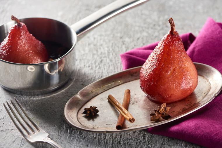 Груша в вине - удивительно вкусный десерт и прекрасное украшение любого стола