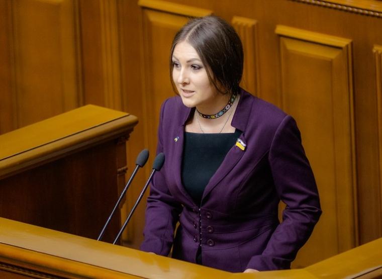 Народний депутат Софія Федина під час засідання Верхоної Ради