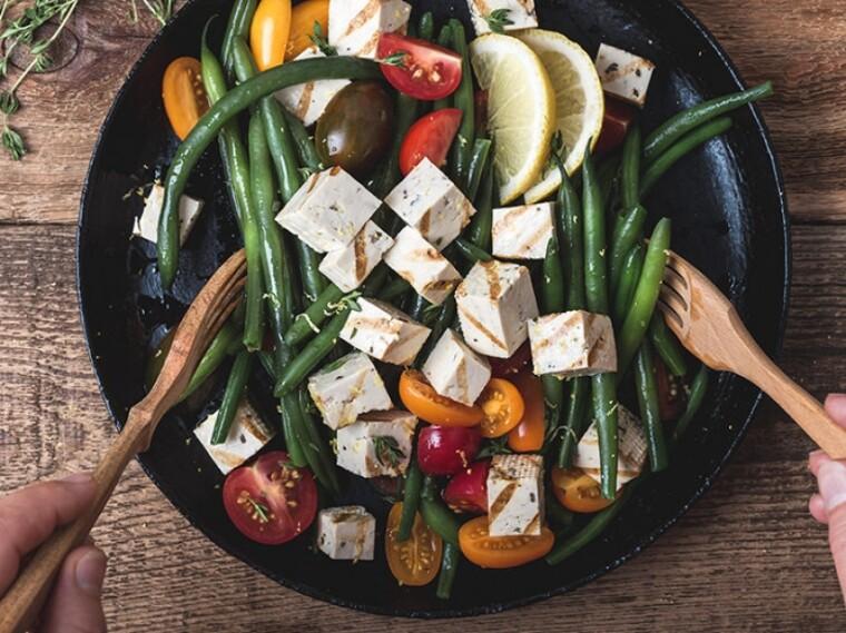 Питательность, универсальность и доступность – вот три кита, на которых держится широчайшая популярность тофу / pictolic.com