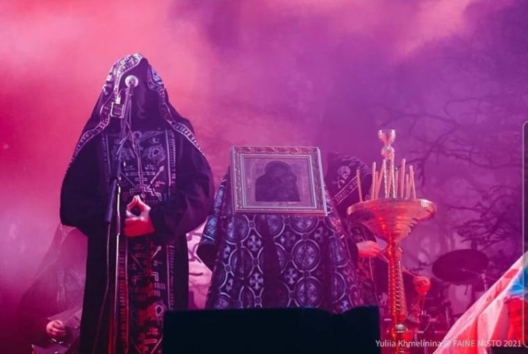 Выступление группы Batushka