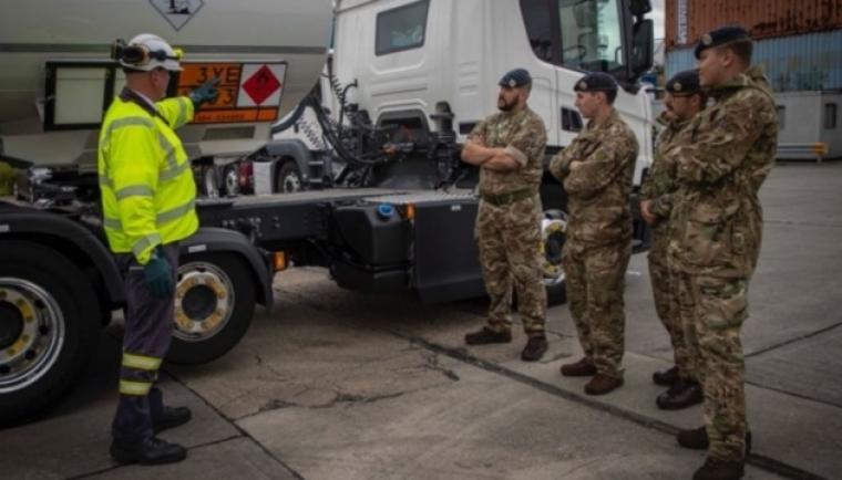 В Британии военнослужащие начали помогать доставлять топливо
