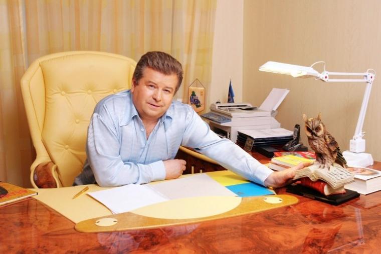 Ректор Київського національного університету культури і мистецтв Михайло Поплавський в своєму робочому кабінеті
