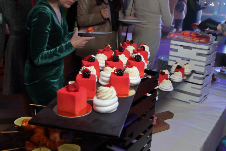 Десерты от ресторана Queen
