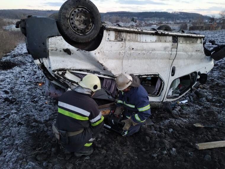Під час аварії в авто перебували дев'ятеро людей