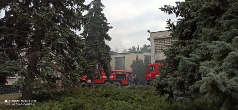 Рятувальники гасять пожежу в дитячому садку