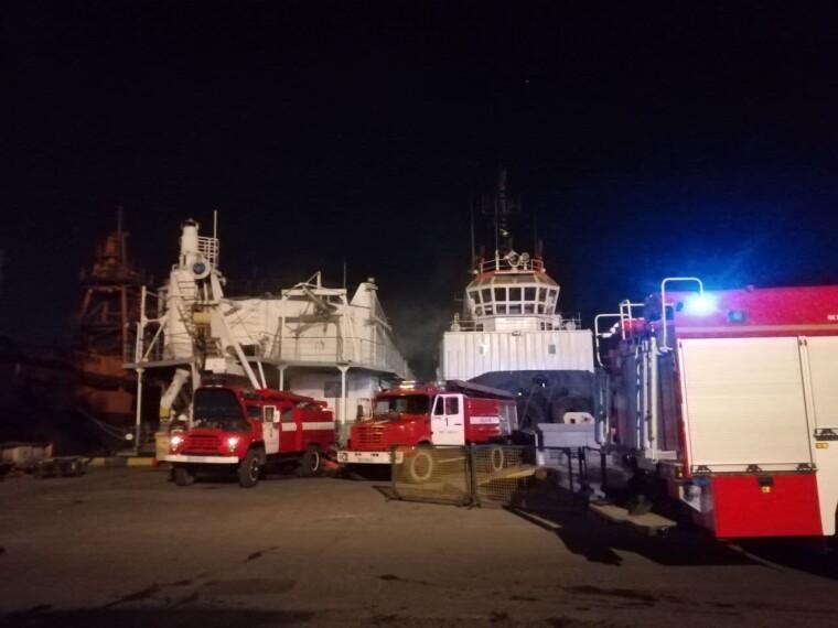 Пожежа сталася у плавучій судноремонтній майстерні