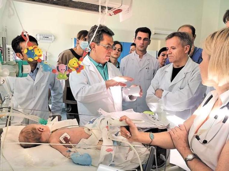 Ілля Ємець першим в Україні почав оперувати немовлят