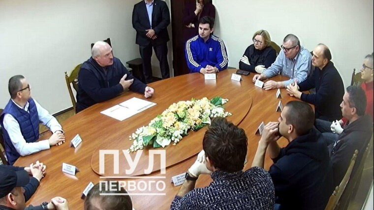 Самопровозглашенный президент Беларуси Александр Лукашенко пообщался с политзаключенными в СИЗО КГБ