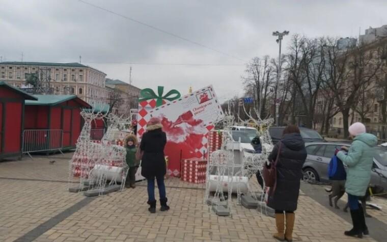 У Києві почали розбирати головну ялинку країни