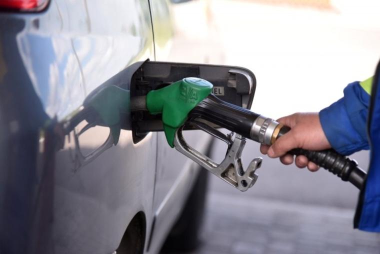 Кабмін ввів регулювання цін на бензин