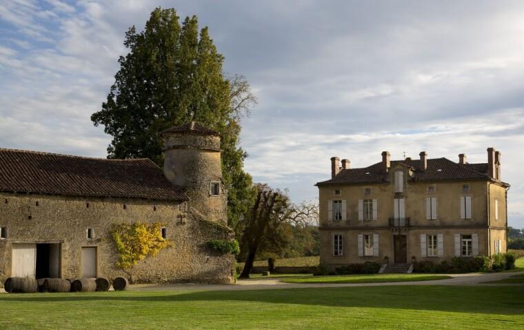 Шато де Манібон (фр. Château de Maniban) — один з центрів виробництва сучасного араманьяку. За сумісництвом — пам'ятник архітектури XVII століття. Село Молеон-д'Арманьяк, департамент Жер