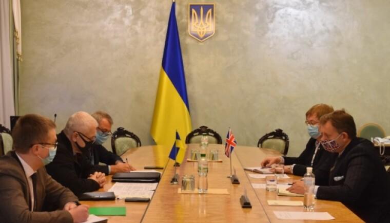 Атташе по вопросам обороны Великобритании в Украине, командор Королевских ВМС Тимоти Вудс встретился с руководством Министерства по вопросам стратегических отраслей промышленности Украины