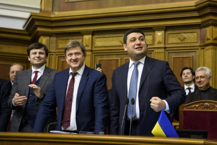 Владимир Гройсман, Александр Данилюк, Сергей Марченко (справа налево) во время рассмотрения законопроекта о госбюджете на 2018 год