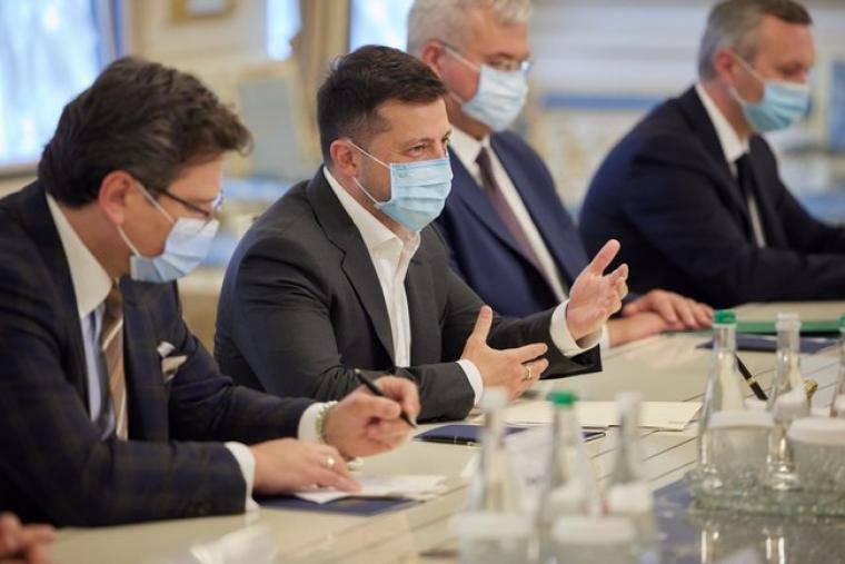 """Зеленський обговорив з главою МЗС Італії Ді Майо майбутні саміти G7, НАТО і """"Кримської платформи"""""""
