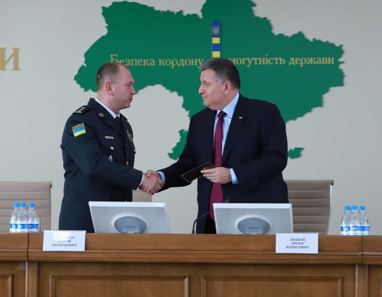 Арсен Аваков поздравляет Сергея Дейнеко с назначением