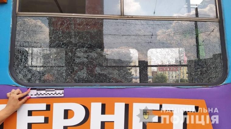 Невідомі стріляли по харківському трамваю