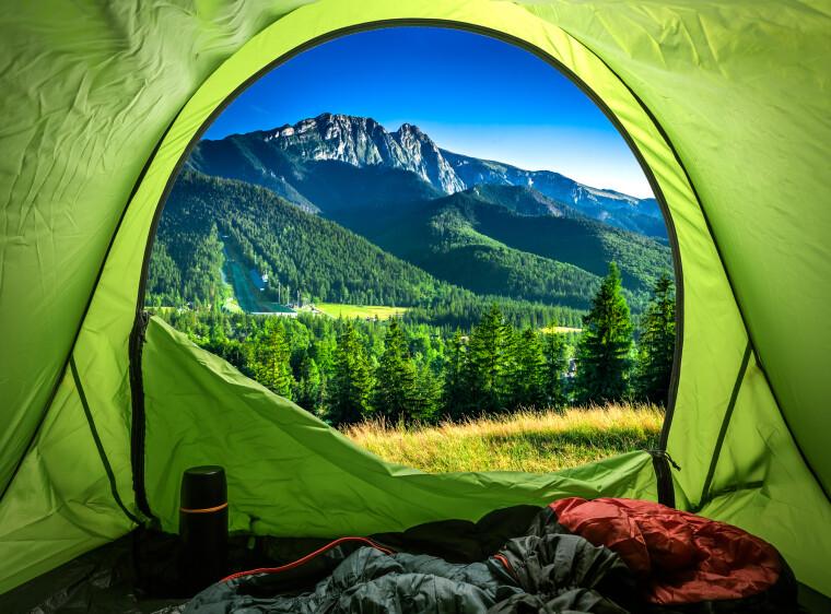 вигляд на гори з палатки