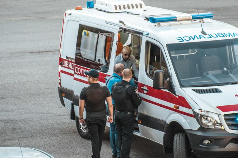 Мустафа Найєм в машині швидкої допомоги після нападу, 30 квітня 2018 г./kiev.informator.ua