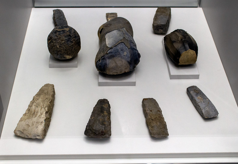 Орудия труда и нуклеусы из коллекции Пащенко
