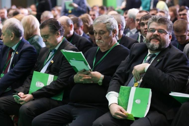Богдан Яременко (праворуч) під час з'їзду партії