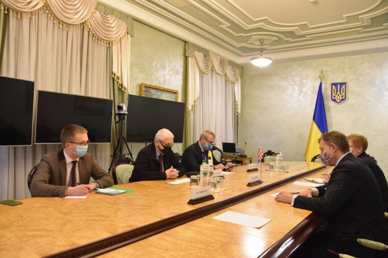 Во время встречи поднимались вопросы сотрудничества Украины и Великобритании в сфере передачи современных технологий