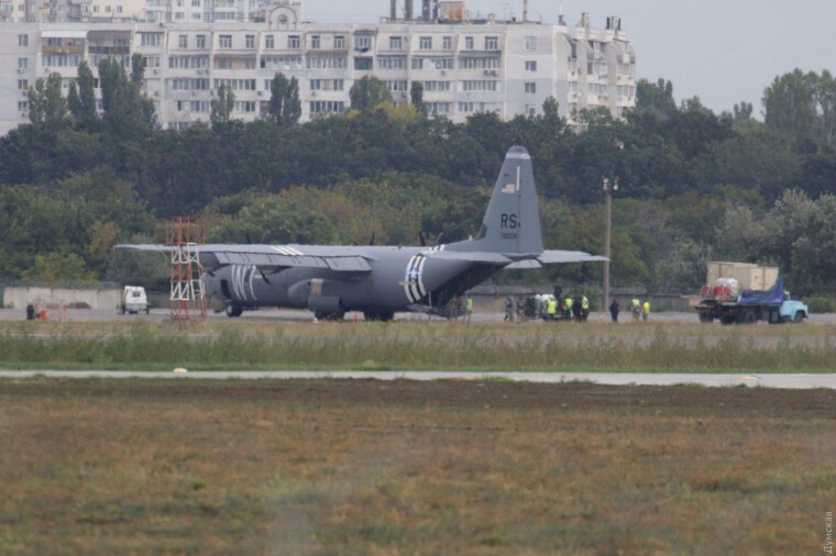 Літак ВПС США C-130 Hercules в аеропорту Одеси