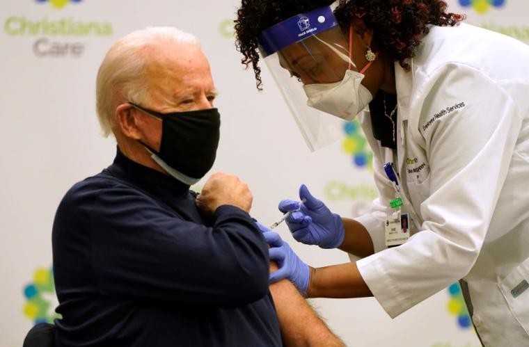 Президент Джо Байден отримав вакцину від COVID-19, грудень 2020 р