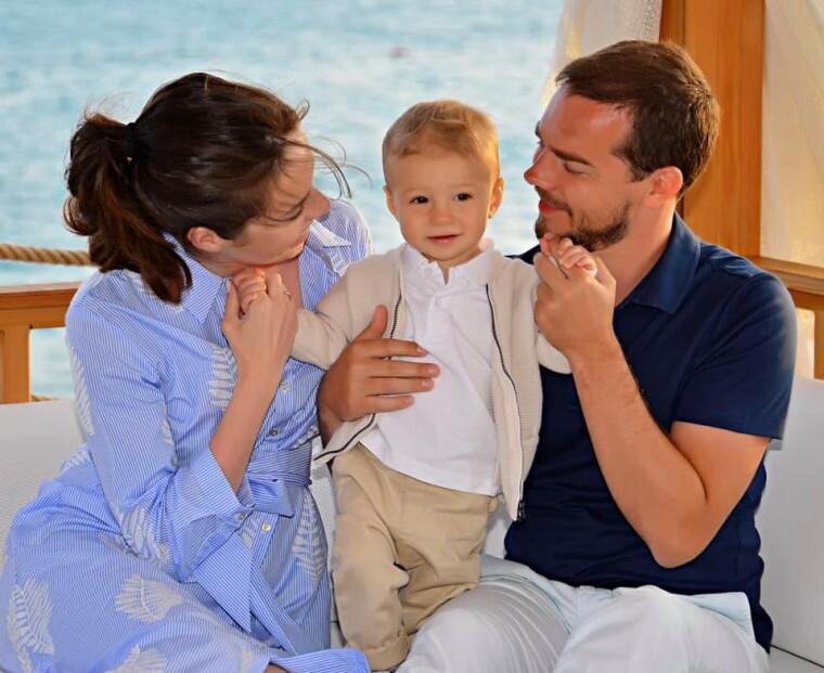 Евгений Шевченко с супругой Анастасией и сыном