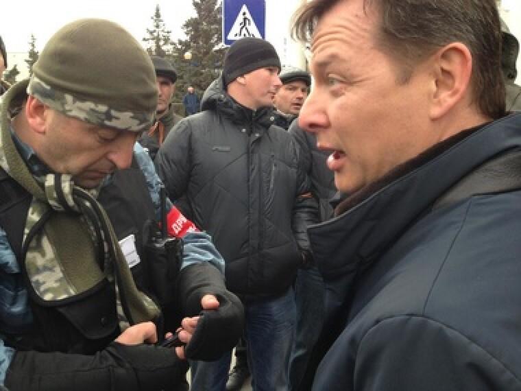 Олег Ляшко в аэропорту Симферополя, 2014 г.